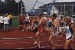 Nach dem Zieleinlauf über 400m Gratulation an Helmut Meier Nordd. Meister 2001