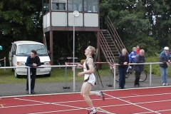 Timm Müller B-Jugendlicher von der LAV Zeven. lief erstmals unter 50 sec. im 400m Lauf ( 49,70 sec.)