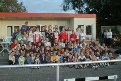 Fast alle Teilnehmer an den Wettkämpfen sind auf diesem Gruppenfoto versammelt.