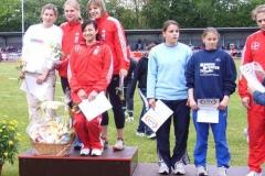 4x100m Staffel weibl. Jugend B TSV Bayer 04 Leverkusen erhält einen Präsentkorb gestiftet von der Firma Marktkauf, Zeven