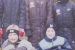 Die erfolgreichen Läufer bei den Bezirksmeisterschaften in Cluvenhagen: Milene Peper, Tami Gerken und Lara Gerken (stehend von links) darunter Jonas Bellmann und Jan Fricke