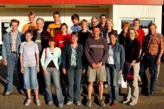 Mehrere Helfer und Kampfrichter der LAV Zeven bildeten sich bei Rainer und Jens Dohrmann (v.l.) am Mittwochabend weiter.