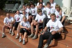 Für die anstehende Saison gut gerüstet zeigen das LAV-Teams am Hotelpool in Igea Marina.