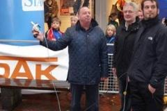Bürgermeister Jaap beim Startschuss für den Halbmarathon
