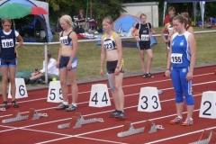 Mareike Schuster (223) vor dem Start über 80m Hürden