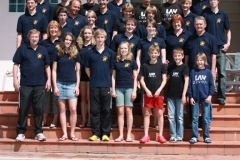 Bild (nb) : Für die anstehende Saison gut gerüstet zeigt sich das gesamte LAV-Team am Hotelpool in Igea Marina.