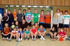 Aktive aus allen Alterstufen nahmen am Hallen-Fußballturnier der LAV Zeven am Heiligabend teil.