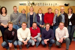 Mara Zabel (Mitte), die Mitglieder des Vorstandes der LAV-Zeven, die Abteilungsleiter der Mitgliedsvereine und die Kassenprüfer stellten sich nach der Sitzung noch zum Gruppenfoto.