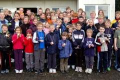 Einige der 120 Aktiven zeigten nach den Siegerehrungen stolz ihre Medaillen.