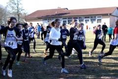 Sarina Holsten (Nr. 56, Mitte) von der LAV Zeven gewann den Lauf der weiblichen Jugend B über die 1540m-Distanz vor ihrer Vereinskameradin Milena Peper (Nr 54). Es siegten ebenfalls Quintus Meyer (Nr. 61) und Jan Fricke (Nr. 58) in ihren Wertungen.