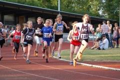 Start über die 3 x 800 m-Staffeln der Schülerinnen, bei denen die Athletinnen der LAV Zeven gleich drei Kreismeistertitel errangen.
