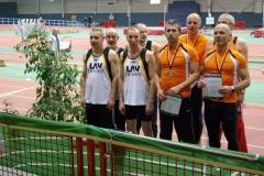 Siegerehrung für die 4x200m-Staffeln. v.l. das LAV-Team mit Czeslaw Pradzynsk, Helmut Meier, Achim Bethge und Joachim Hickisch, sowie die siegreiche Staffel der Startgemeinschaft Pfalz-Masters.