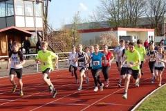 Beim Jedermann-Lauf über 800m gab es so viele Meldungen, dass das Starterfeld nach Alter und persönlichen Bestleistungen in mehrere Läufe aufgeteilt wurde.