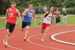 Finale 200m U20 Kevin Lembach auf Bahn 1 kommt im Ziel auf Platz 6