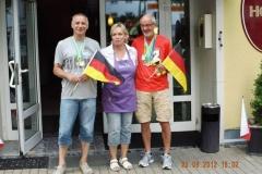 Helmut + Czeslaw vor dem Zittauer Hotel, Dresdner Hof zusammen mit der Hotelchefin