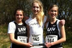 Wiebke Fricke, Marilene Dourson und Janne Hilken (v.li.) sicherten sich den Titel beim Staffelwettbewerb der weiblichen Jugend U16. Außerdem wurden Wiebke und Janne Kreismeisterinnen im 3- und 4-Kampf. Marilene wurde hinter Janne jeweils Vizemeisterin