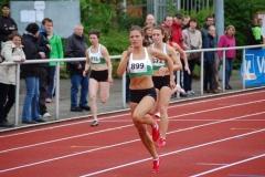 Ruth Sophia Spelmeyer (Nr. 899, VfL Oldenburg) ist schon seit Jahren ein gerne gesehener Gast auf dem Pfingstsportfest der LAV Zeven und gewann diesmal die 100m der Frauen in 11,85 sec.