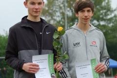 Nico Holsten (re.) von der LAV Zeven sprang am Sonntag im Wettbewerb der männlichen Jugend U18 1,70m hoch. Damit schaffte er eine neue persönliche Bestleistung und wurde hinter Florian Stöckmann (li.) Zweiter.