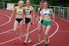 Sarina Holsten (Nr. 293, LAV Zeven, 12,77 sec) freute sich nach ihrem 100m-Rennen mit den Mitläuferinnen.