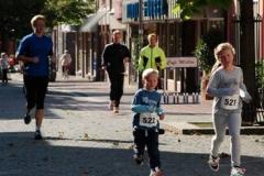 der 5-jährige Laurin Alpers lief zusammen mit Mailin schon zum zweiten Mal den Zevener Stadtlauf