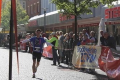 Halbmarathonsieger Oliver Sebrantke, LC Hansa Stuhr im Zieleinlauf