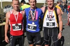 Die drei ersten Plätze vom Halbmarathon 2013 v.l.n.r: 2. Platz Carsten Glinsmann, SV E Hepstedt/Breddorf, 1. Platz Oliver Sebrantke, LC Hansa Stuhr, 3. Platz Thomas Silies, LAV Zeven