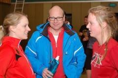 Kelly Vermeer (li.) im Gespräch mit Stefan Drewes, der als Zeitnehmer fungierte, und Turnier-Teilnehmerin Mareike Schuster.
