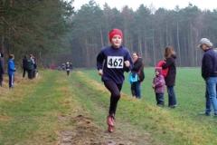 Kim Laura Schmelz (Nr. 462) von der LAV Zeven wurde Dritte im Lauf der weiblichen Kinder W09 über 650m und kam mit einigem Abstand vor ihren Verfolgerinnen in das Ziel.