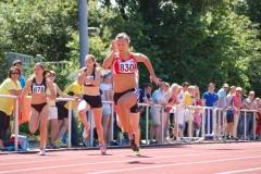 Chantal Butzek (Nr. 830) stellte im 100m-Lauf der WJ U18 mit 11,80 sec. einen neuen Pfingstsportfestrekord auf.