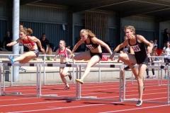 Das Finale der 100m Hürden der Frauen gewann Monika Zapalska (Nr. 692, ART Düsseldorf, 13,67 sec.) vor Annette Funck (Nr. 349, LG Fallingbostel, 13,70 sec.).