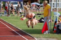 42 Teilnehmerinnen starteten am Sonnabend im Weitsprung der WJ U18. Karoline Steppin (Schweriner SC) wurde mit 5,64 m Zweite.