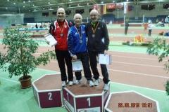 (v.li.) Rudolf König (Saalfelder LV), Reinhard Michelchen (VfL Sindelfingen) und Helmut Meier (LAV Zeven) bei der Siegerehrung.