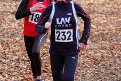Anna Hilken (Nr. 232, LAV Zeven) siegte in 5:42 min im Lauf der Jugend W12 über die 1440m.