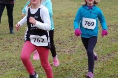 Zi10: Szene aus dem 670m-Lauf der weiblichen Kinder. Mit dabei Bente Löhn (Nr. 762) und Pia Löhn (Nr. 769) von der LAV Zeven.