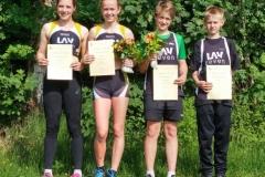 v.l. Lena Behrens, Anna Hilken, Lasse Willenbrock und Linas Quellen nach der Siegerehrung in Wehdel.