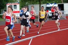 Elias Schreml (Nr. 829, LG Olympia Dortmund) sicherte sich im 800 m Lauf der MJ U18 mit 1:59,57 min den Sieg.