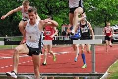 Hannes Liebach (Nr. 11) verbesserte seinen eigenen Pfingstsportfestrekord im 3000 m Hindernislauf der Männer.