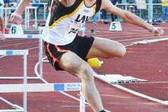 Der LAV Zeven-Athlet Kevin Lembach beim 400 m Hürden-Lauf.