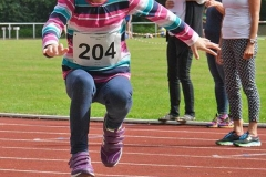 Die LAV-Athletin Pia Löhn hier beim Weitsprung nahm am Dreikampf der weiblichen Kinder U10 W08 teil.