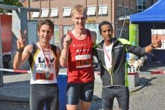 Zi05: Carsten Hülss, Andreas Lange und Gebrehiwet Kidane (v.li.) waren die schnellsten Männer über die 10 km.