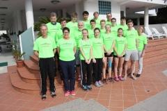 Zevener und Osterholzer Leichtathleten beim gemeinsamen Foto am Pool des Hotels GALLIA