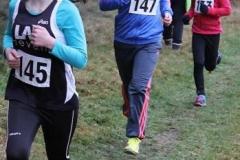 Mara Pawlus von der LAV Zeven (Nr. 145) hier vor ihren Vereinskameradinnen Ariane Thal und Morlyn Böckmann - kam über 1300m bei den Kinder W11 mit 6:46 min auf den zweiten Rang.