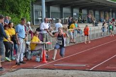 Die Zevenerin Aija Brandt – hier beim Weitsprung – trat ebenfalls in mehreren Disziplinen an. Im 800m-Lauf ihrer Altersklasse W11 sicherte sie sich Platz 3.