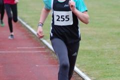 03: Paula Itzek sicherte sich mit einer Zeit von 3:08,08 min den Kreismeistertitel der W10 über 800m.
