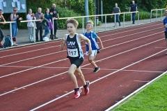 Anton Prigge kam beim 800m-Lauf der M11 mit 2:56,18 min auf den dritten Platz.