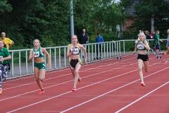 zi01: Nele Müller (Nr. 359) von der LAV Zeven siegte im 100m-Lauf der W14 in 12,94 sec.