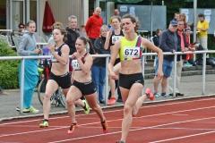 zi07: Anna Sophie Bellerich (Nr. 672, SC Rönnau 74) gewann das 200m-A-Finale der Frauen in 24,98 sec.