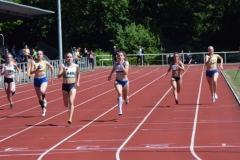 Tabea Schulz (Nr. 640, TSV Wehdel) gewann den Wettbewerb über 200m der WJ U20 in 24,48 sec.