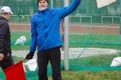 Theo Maxin, der Vorsitzende des KLV Rotenburg/Wümme, war zeitweise für die Flaggensignale zuständig, mit denen ein gültiger oder ungültiger Versuch angezeigt wurde.