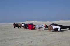Auch Liegestütze am Strand gehörten für die Aktiven zum Programm.